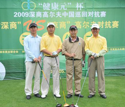 Businessmen Chinois jouant au golf