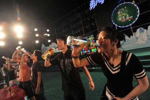 chinois consomment de la biere.
