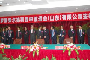 un investisseur étranger parmi les membres du gouvernement