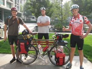 Avant le grand départ, de gauche à droite, Andy, Alexis et Evan
