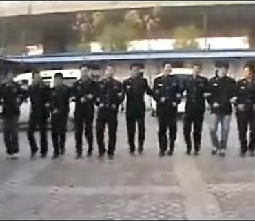 Comment les policiers chinois fêtent la nouvelle année
