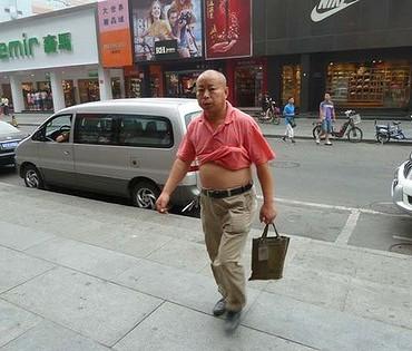 Le ventre à l'air des chinois