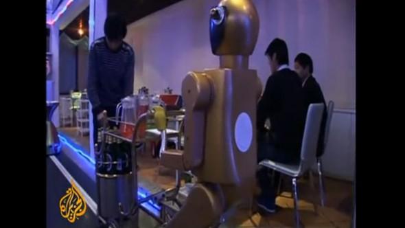Un restaurant avec un service assuré par des Robots