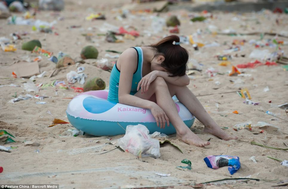 Girl Litter on Chinese beaches 5