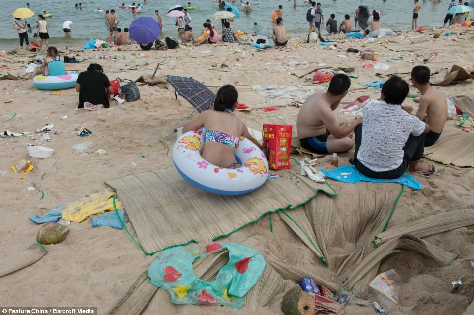 Litter on Chinese beaches 2