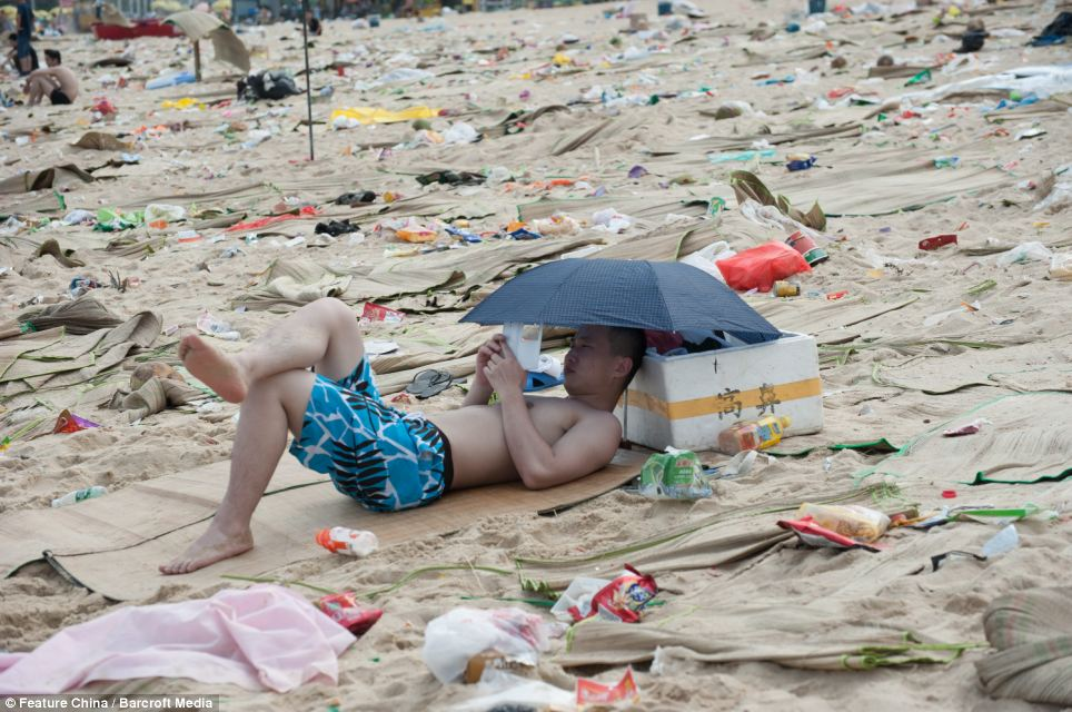 Litter on Chinese beaches 6