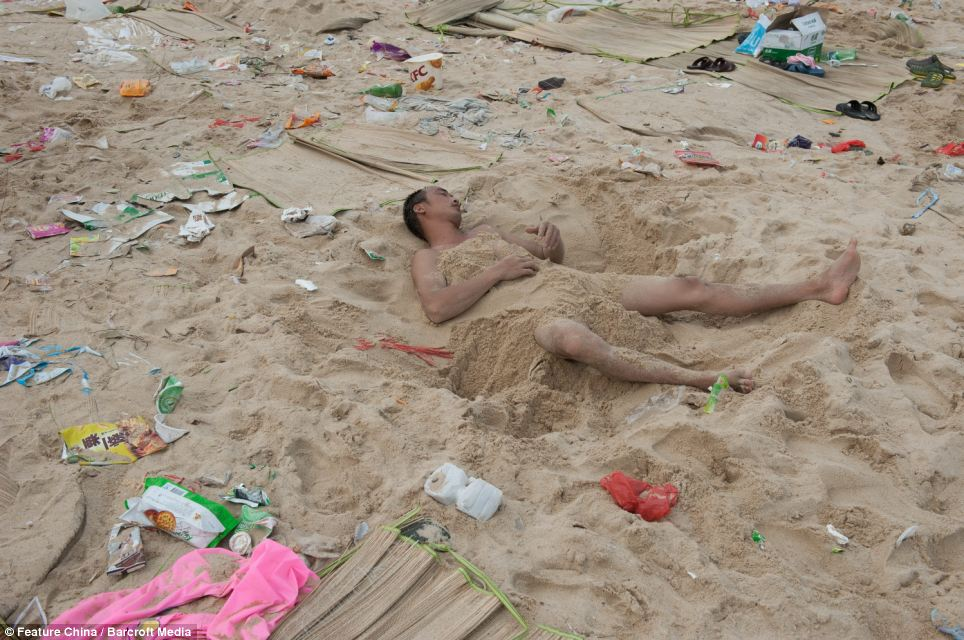 Litter on Chinese beaches 7