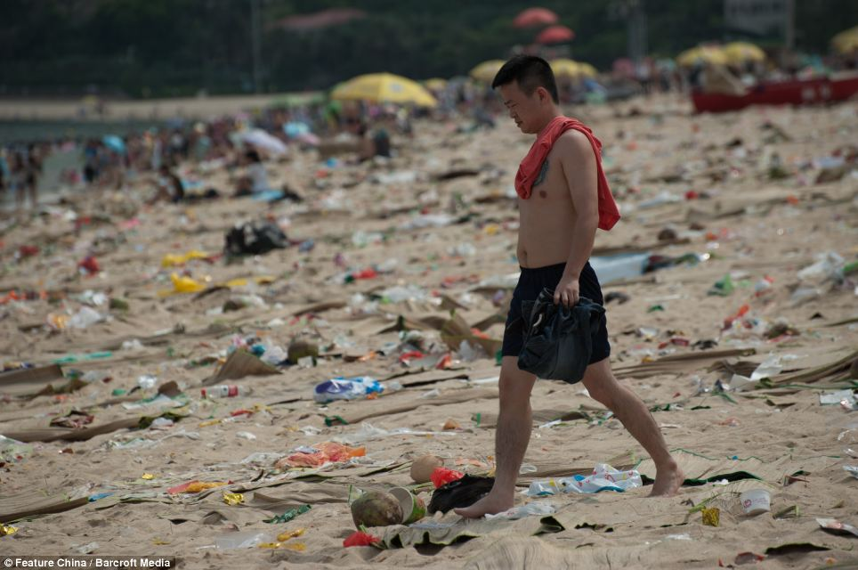 Litter on Chinese beaches 9