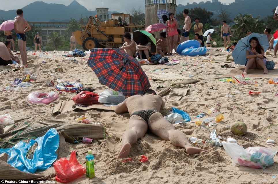 Litter on Chinese beaches