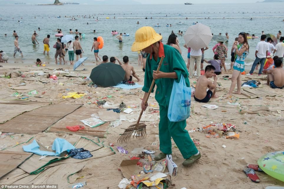 Litter on chinese beaches 10