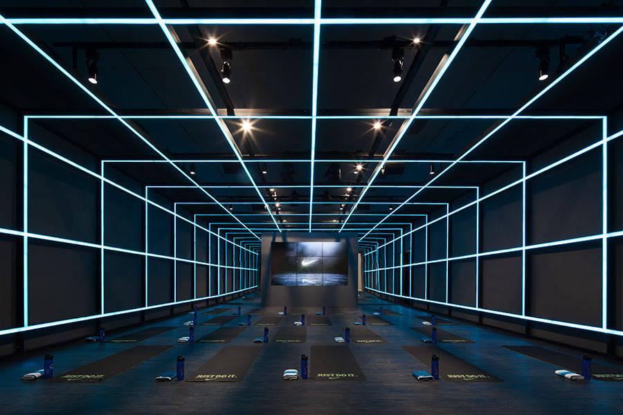 Une galerie d'Art transforme en exposition NIKE
