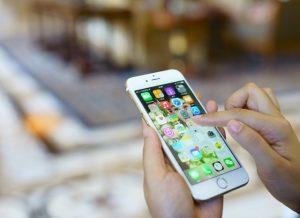 """Résultat de recherche d'images pour """"chinois payer avec des portables"""""""