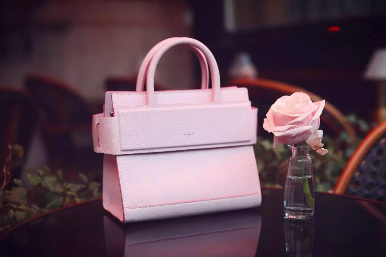 0155c409de Ces sacs à main, au prix de 14 900 RMB l'unité (soit environ 2030 €), se  sont vendus en 12 minutes, pour un total de 1,192 millions de RMB (environ  162 140 ...