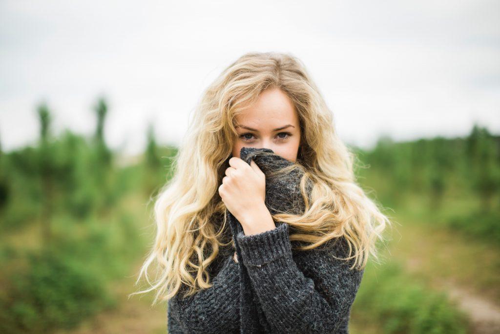 visage France blonde