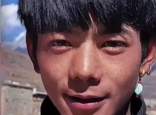 Un fermier tibétain qui devient une star en Chine grâce aux réseaux sociaux
